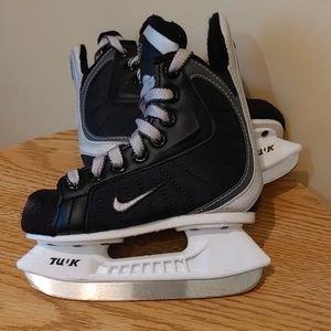 Nike kids Skating Hockey Skates size 9Y